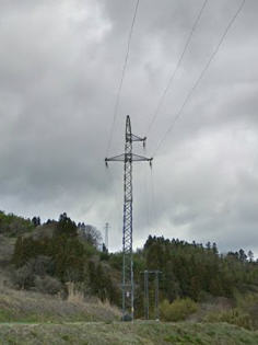 阿武隈高地の水力発電所の送電線には小型のものが多い