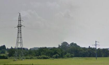 関森線:高速道路手前で電柱から鉄塔に亘っている